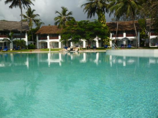Leisure Lodge Beach and Golf Resort : blick auf einem pool und ozean