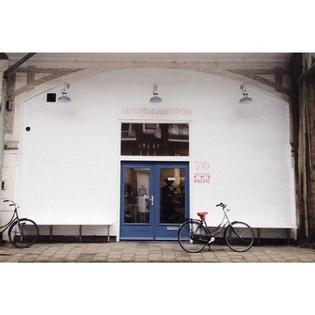 Photo of Cafe Man Met Bril at Vijverhofstraat 70, Rotterdam 3032 SN, Netherlands