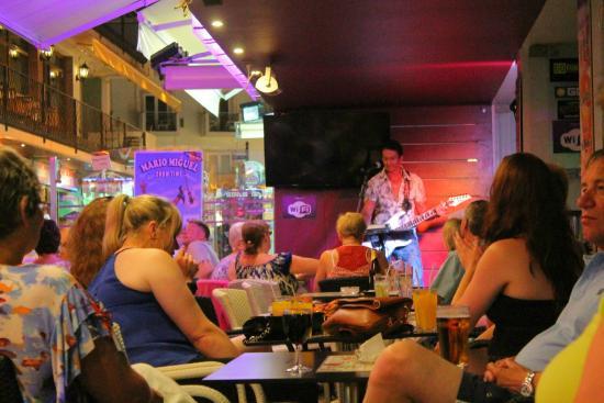 Vegas Bar: Live music at evenings
