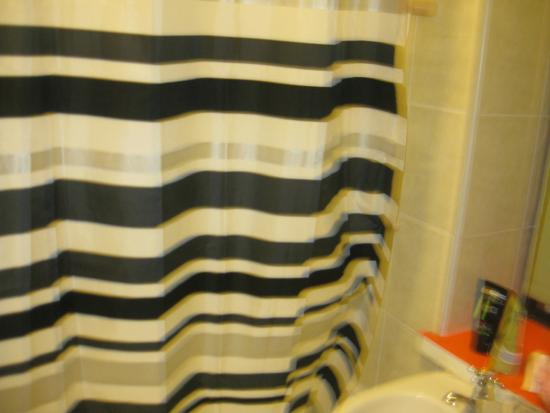Shower curtain fotograf a de equity point london hotel for 100 102 westbourne terrace paddington london england w2 6qe
