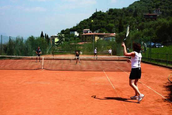 Hotel Laura Christina: Campi da tennis privati