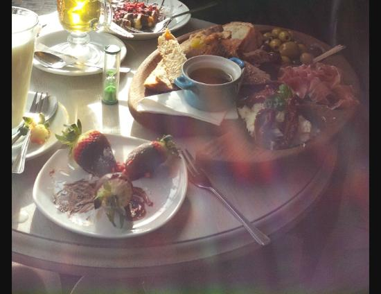 Chocolate Cafe: White Hot Chocolate, Chocolate covered strawberries, Waffle, Full Platter