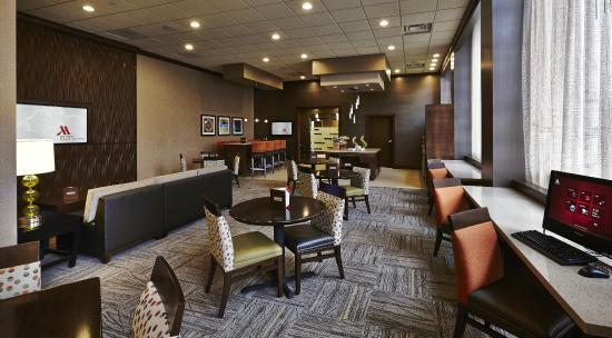 Columbus Airport Marriott: M Club Lounge