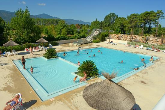 Camping Les Pins: Notre piscine avec vue sur les Albères