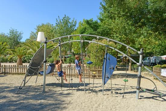 Camping Les Pins: L'aire de jeux enfants