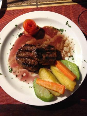 La Claraboya Restaurante: Perfectly prepared beef tenderloin