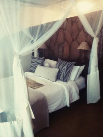 Kiambi Safaris: room at Kiamba
