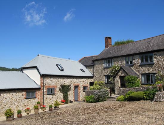 Offwell, UK: West Colwell Farm Yard
