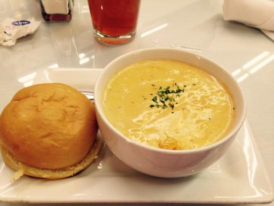 Ripe Tomato: Lobster Bisque with Roll.