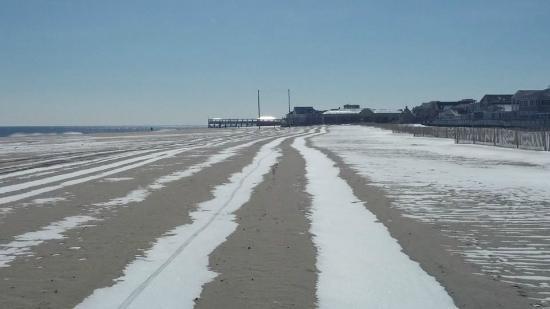 Point Pleasant Beach: Love the snow on the beach!
