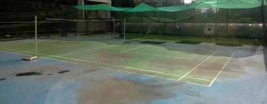 Basaya Beach Hotel & Resort: Badminton ground