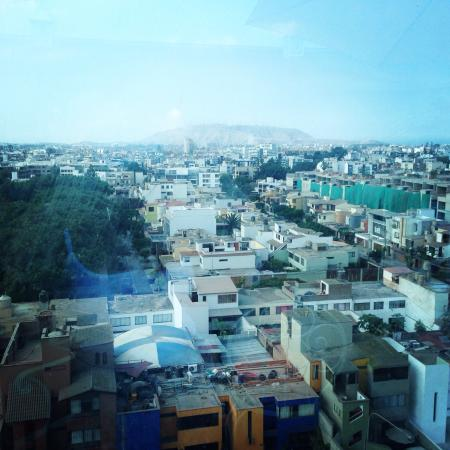Hotel Vila Santa Miraflores: Beautiful view of lima at breakfast