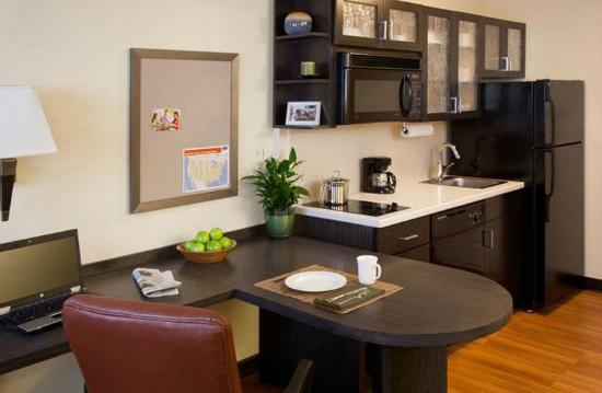 Candlewood Suites Plano-Frisco: Kitchen
