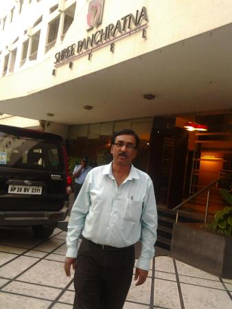 Hotel Shree Panchratna: Enterance