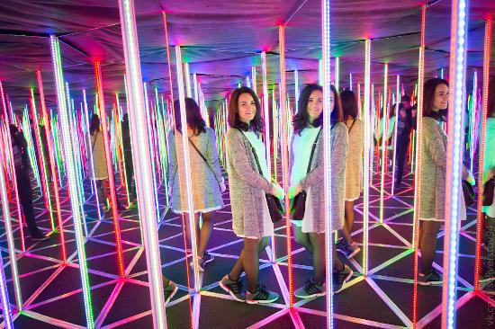 Mirror Maze  PIKABOLO