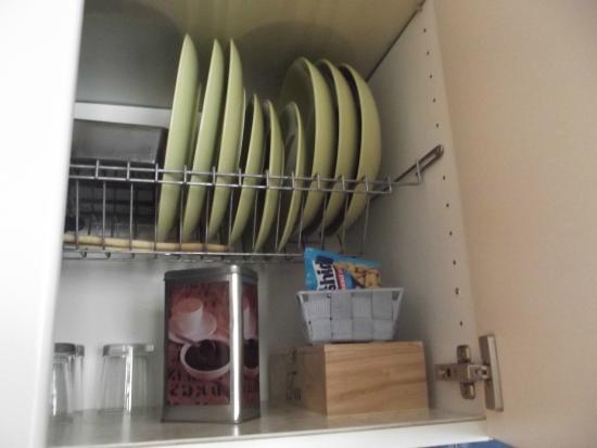 Apartment Konvikt: кухня с посудой