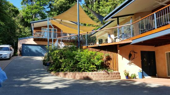 Kookas Bed & Breakfast: View of main house and guest house