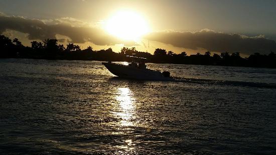 Marine Villas : Sunset on the intercoastal.