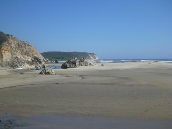 Playa La Bocana: View of beach looking south