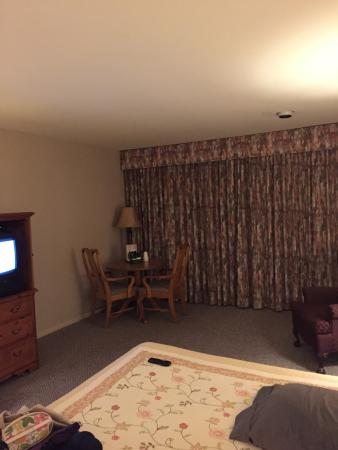 Stagecoach Inn Motel & Conference Center: large bedroom