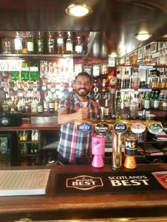 Golfer's Corner Lounge Bar at Dunvegan: Ruben behind the bar