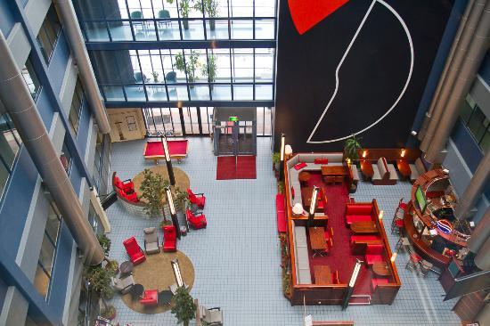 Airport Hotel Bonus Inn : Atrium Lobby