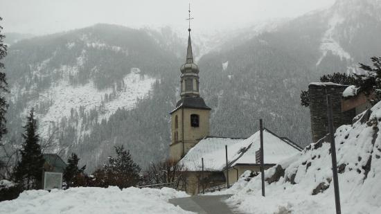بارك هوتل سوسيه آند سبا: Church next to hotel