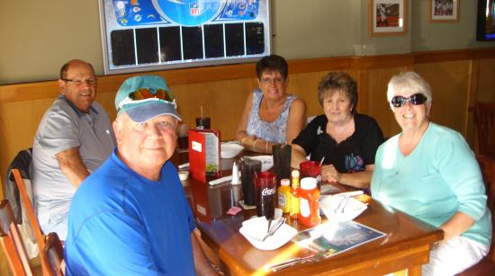 Toucan Bar & Grill: happy diners