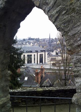 Jardin de la Perrine: Through the arch