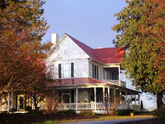 Sunrise Farm Bed and Breakfast: Sunrise Farm c1890 Farmhouse