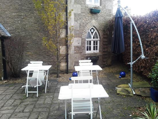 Tollgate Teashop: Too chilly to sit out this day!