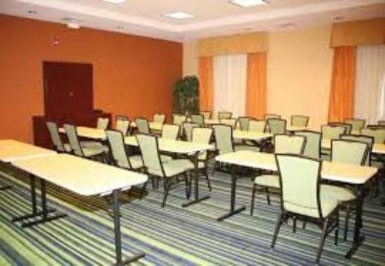 Fairfield Inn & Suites Tehachapi: Business Conference Room