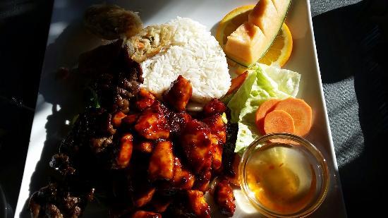 Saigon Thai: Dinner special with delicious spicy chicken!