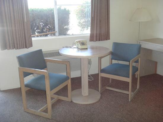 Franciscan Inn Motel: Room