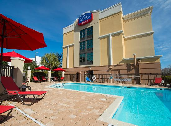 Fairfield Inn & Suites Charleston Airport/Convention Center: Outdoor Pool