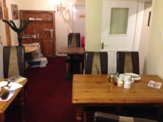 Lyndon Guest House : The 'Breakfast' Room - the upturned table's a nice touch