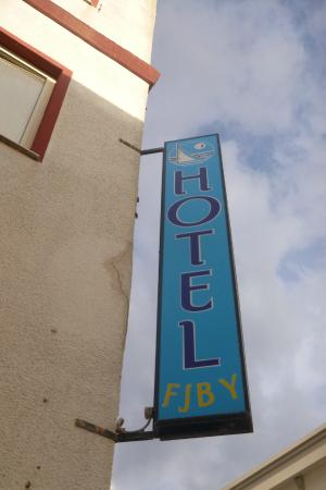 Hotel Fjby: Outside sign