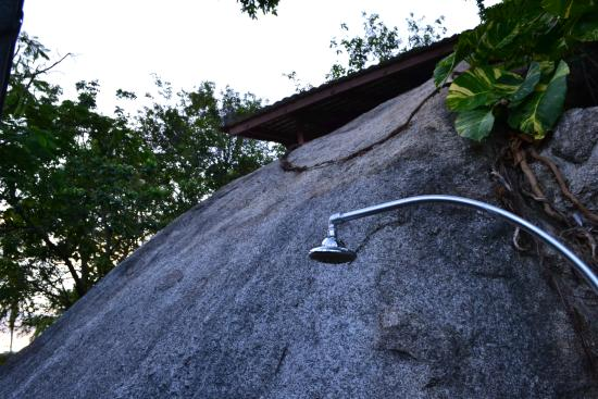 Tamarind Springs Tropical Villas : Our shower
