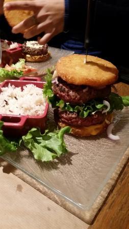 Hall'86 Café : Burger