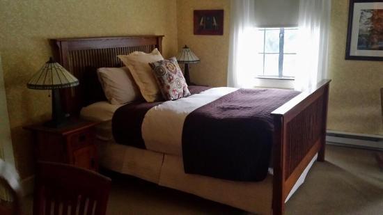 Settlers Inn: Small room