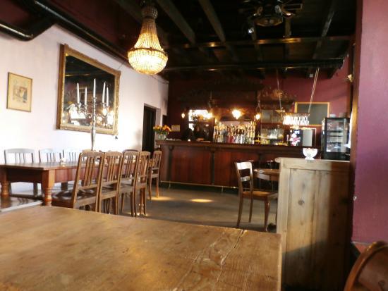 Devi's Pearl Bar: Interior