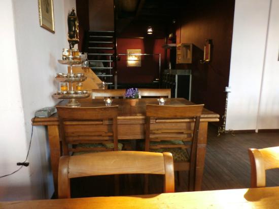 Devi's Pearl Bar: Seating