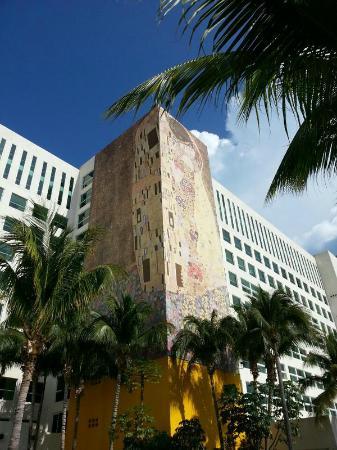 Dreams Sands Cancun Resort & Spa: Gustav Klimt´s The Kiss mural