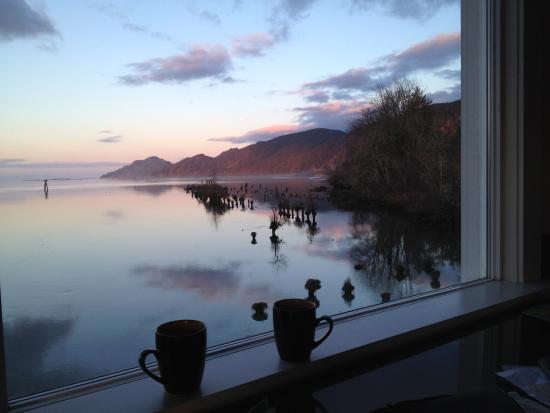 Inn at Skamokawa Landing: Morning coffee