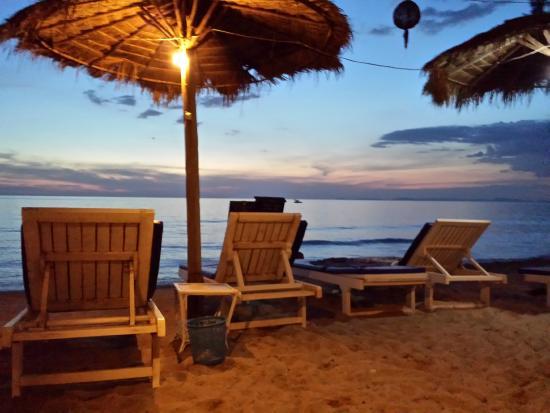 SeaGarden Bungalows: Beach chairs