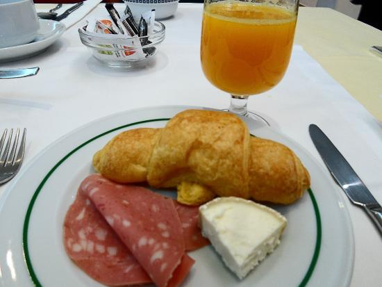 Stay Hotel Evora Centro: Breakfast - Orange juice, croissant, ham, cheese