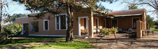 Tomas Jofre, Argentina: Frente de nuestro restaurant, una casona vieja totalmente restaurada