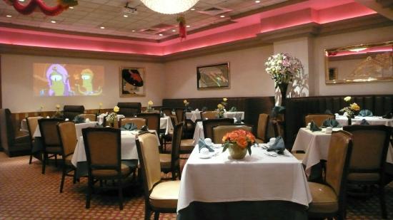 China Chalet Restaurant: Interior