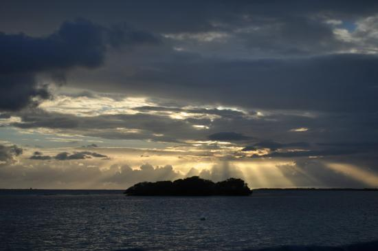 Paradise Scuba and Snorkeling Center: sunset from boat before dinner