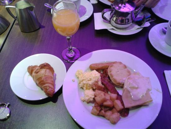 Hotel Signature Quebec: Brunch